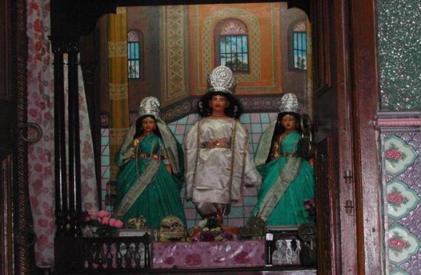 Chaitanya-and-His-consorts