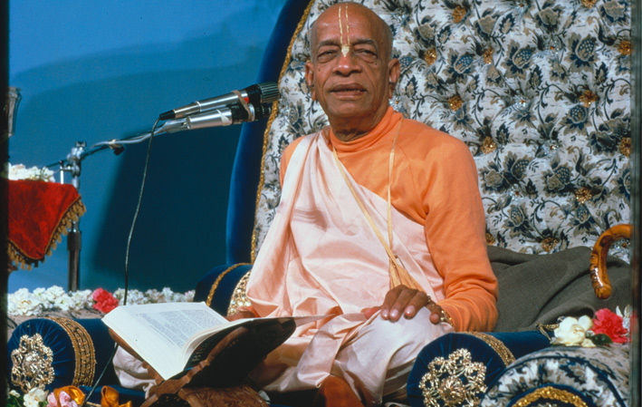 prabhupada giving lecture