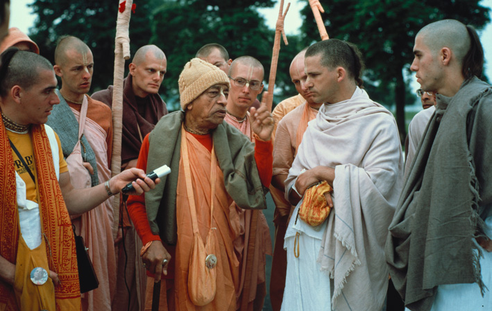 srila prabhupada with his disciples