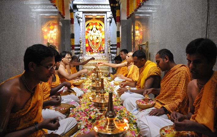 the lord receiving laksharchana seva
