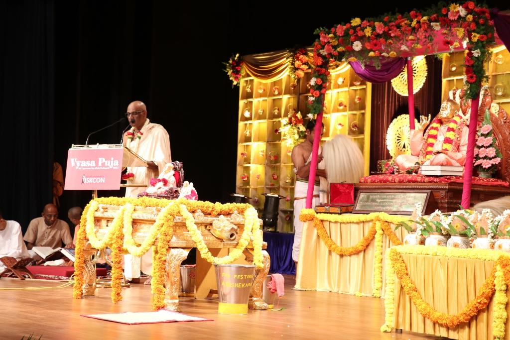 01 Vyasa-Puja-Offering-2017-by-His-Grace-Madhu-Pandit-Dasa