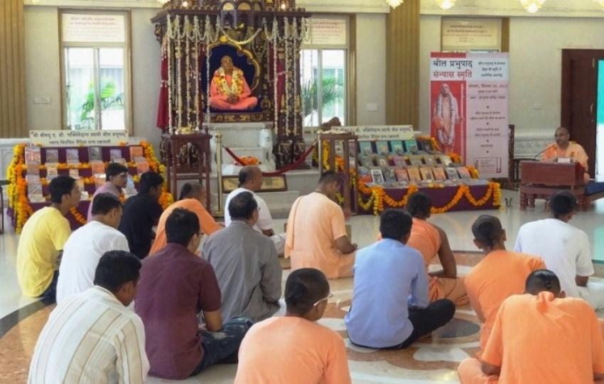 srila-prabhupada-sannyasa-2