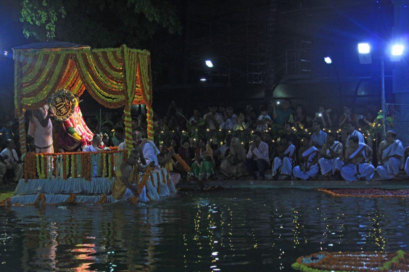 Panihati boat festival