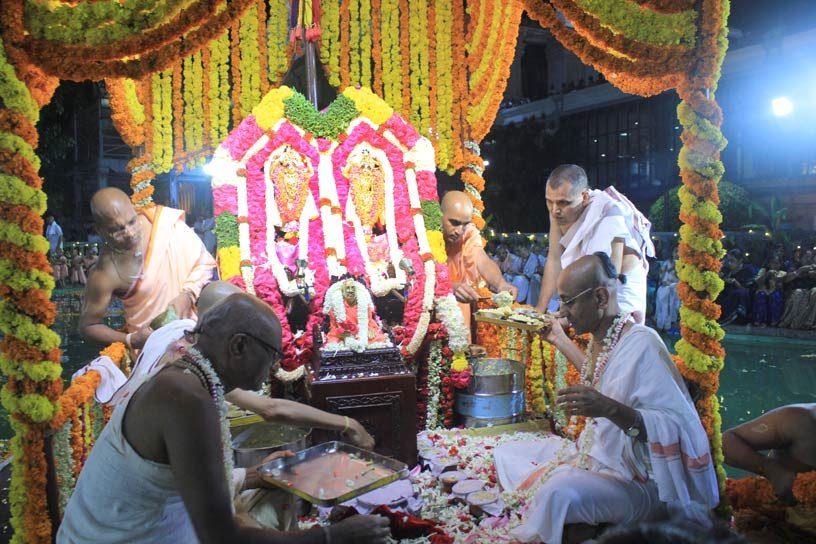 Chida-dahi Prasadam