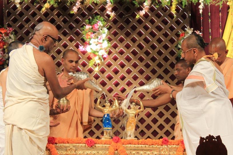 Sri Nityananda Trayodashi Abhisheka