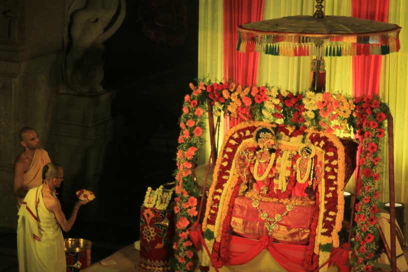 Arati during Jhulan Utsava