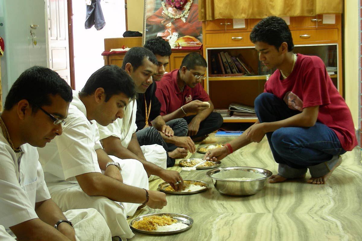 FOLK Hostel inmates honouring Prasadam