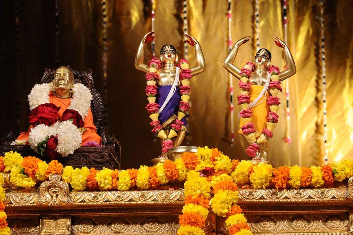 Sri Nitai Gouranga before Abhisheka