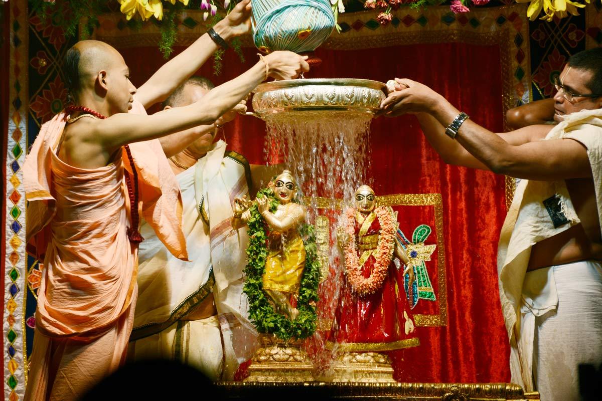 Sri Sri Radha Krishnachandra abhisheka