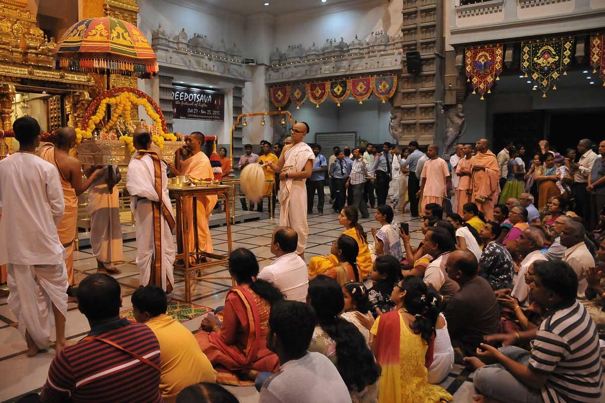 Pallkki Utsava after Lamp offering