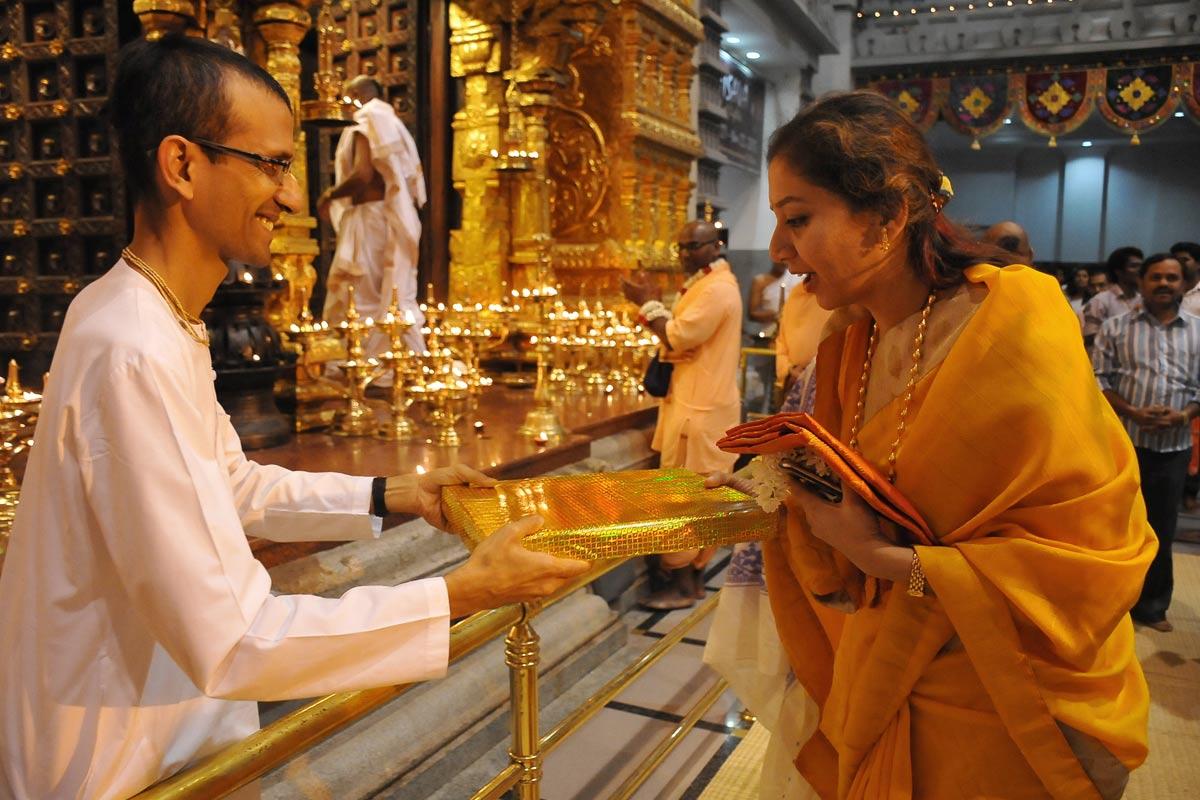 Invitees receiving Deepotsava Gifts