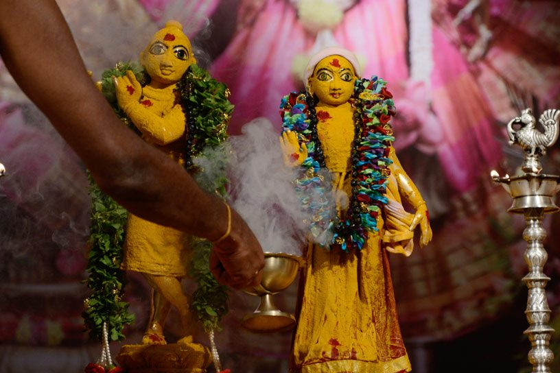 Offering dhupa
