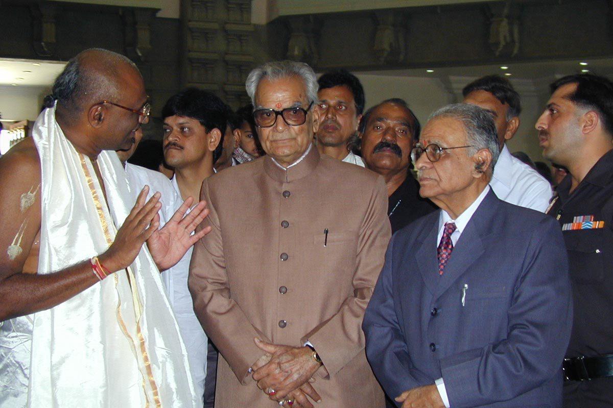 Sri T  N Chaturvedi