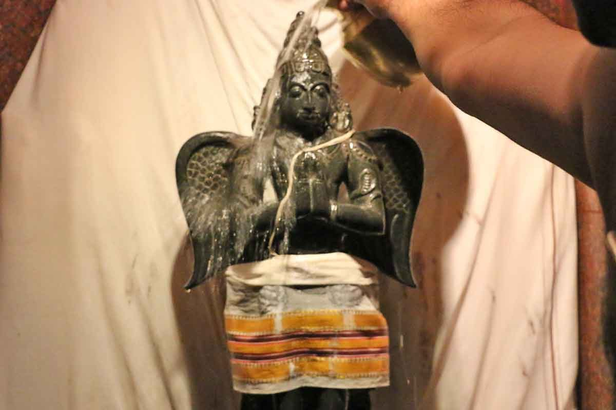 Garuda deva abhisheka
