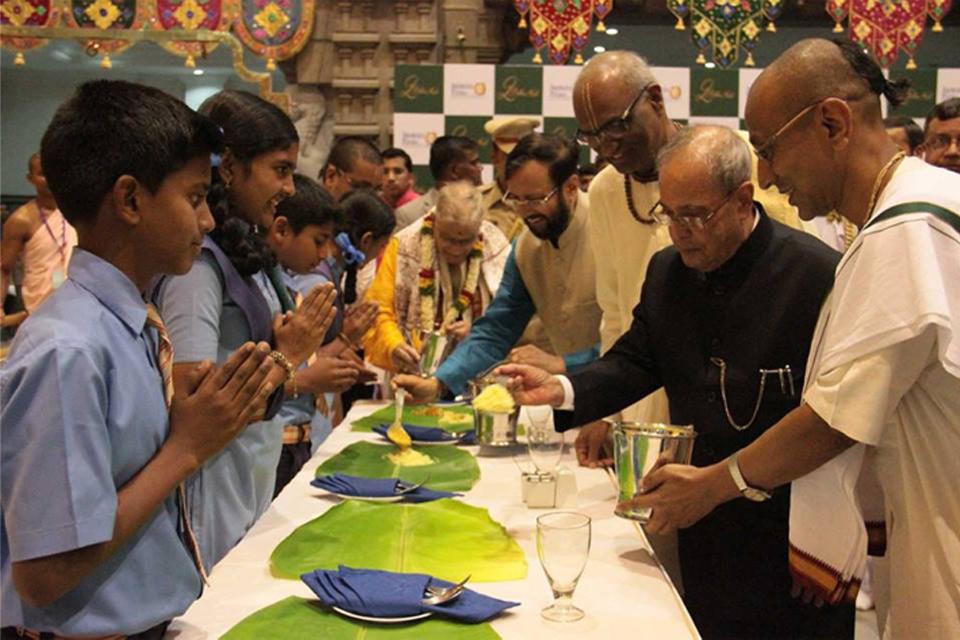 president serving food